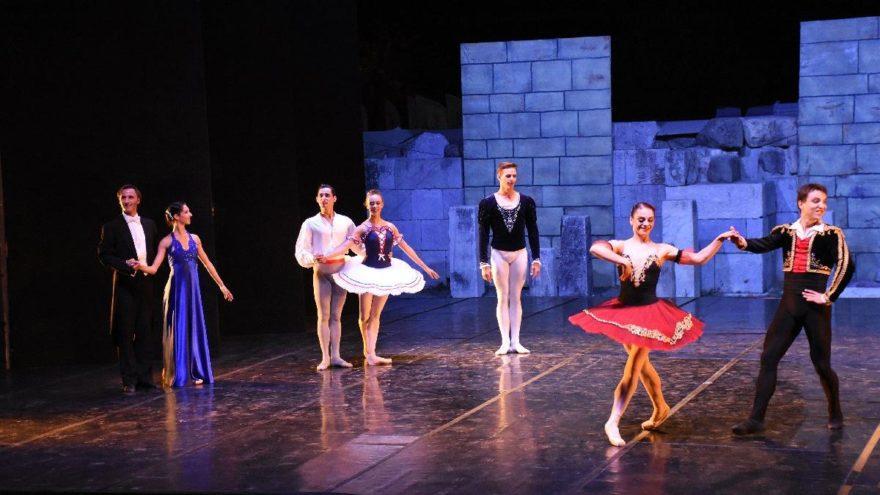 Viyana Devlet Opera Balesi Birliği, Bodrum Antik Tiyatro'da gösteri sundu
