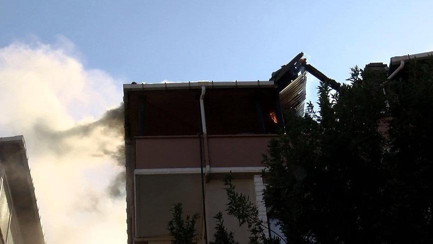 Avcılar'da yangında mahsur kalan anne ve kızını itfaiye kurtardı