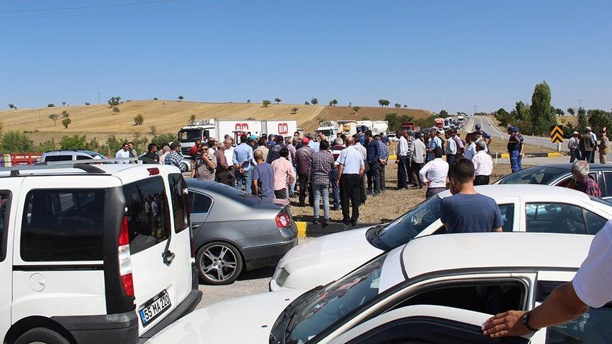 Son Dakika... Çiftçiler, Ankara-Çankırı karayolunu trafiğe kapattı