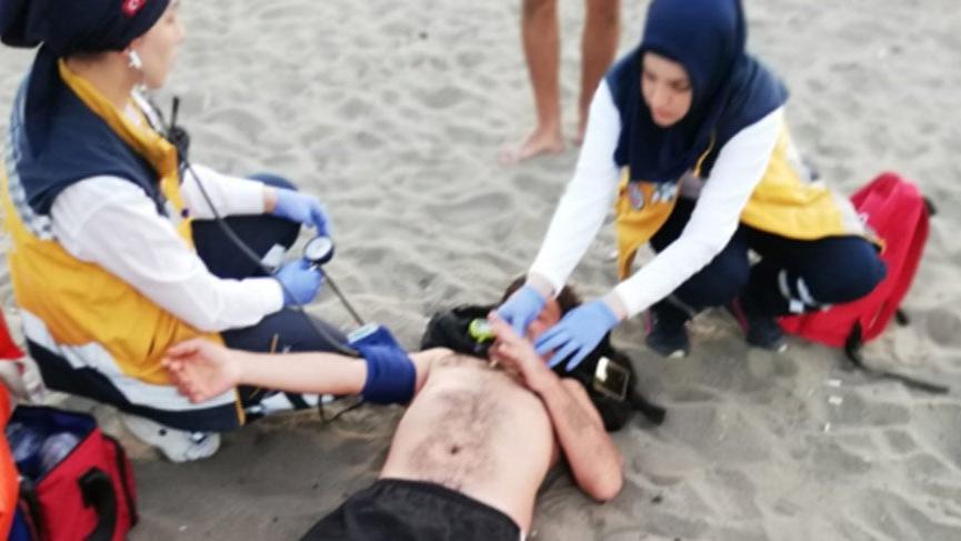 Samsun'da genç kızı kurtarmaya çalışan 2 kişi, boğulma tehlikesi geçirdi