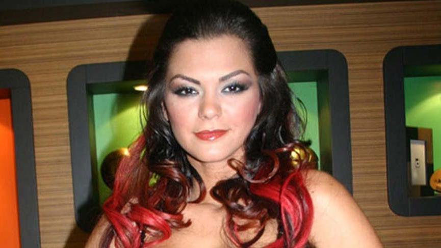 Şarkıcı Nez'e silahlı saldırı şoku