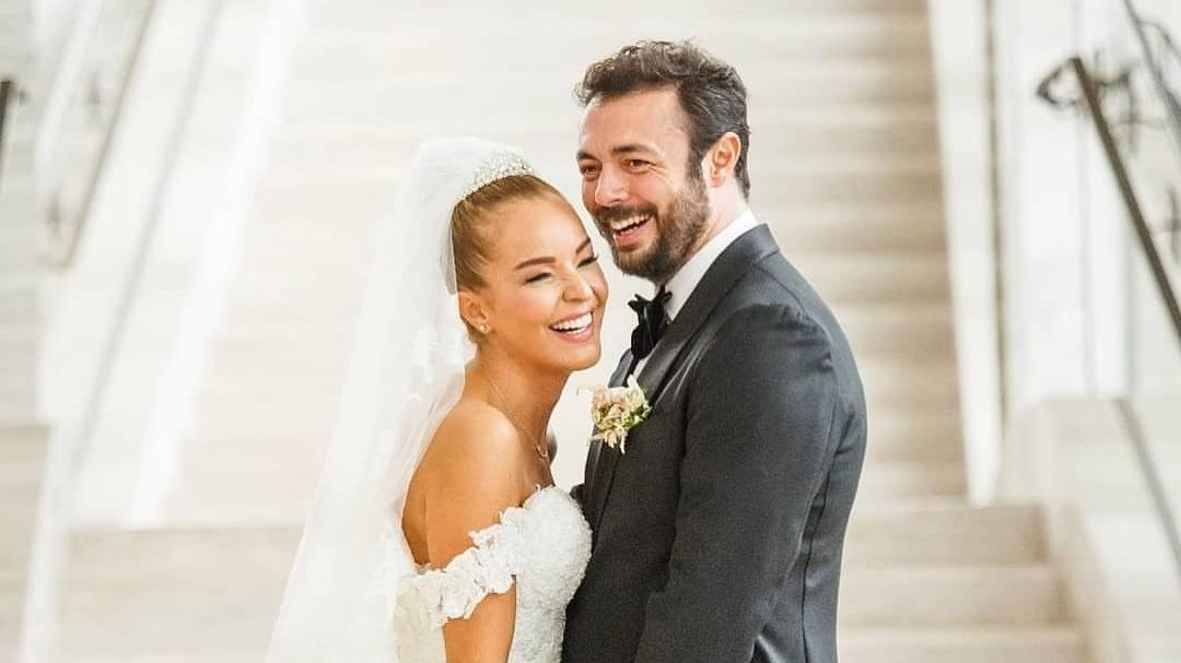 Bengü sevgilisi Selim Selimoğlu ile evlendi. Bengü'nün gelinliği büyük beğeni topladı