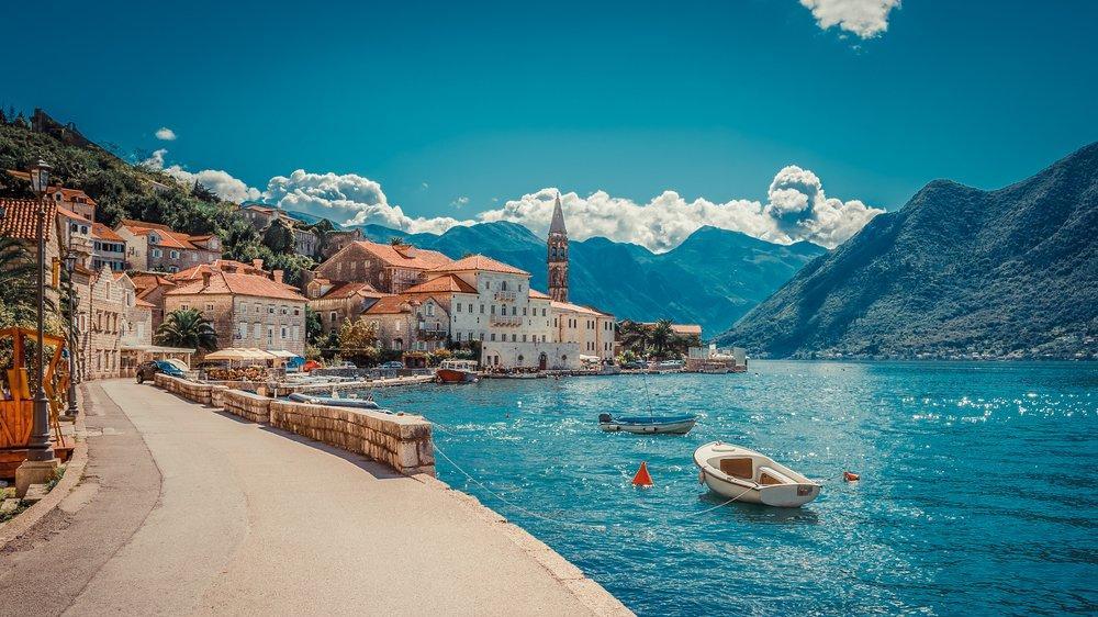 Karadağ gezilecek yerler: Denizi, güneşi ve yemyeşil dağları ile Karadağ gezi rehberi...