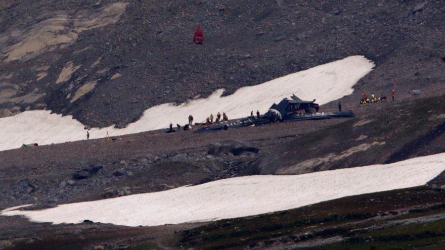 İsviçre'de uçak düştü: Uçakta bulunan herkes hayatını kaybetti