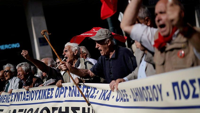 Bir halkın fakirleşmesi: Reuters objektifinden Yunan krizinin çarpıcı 20 fotoğrafı