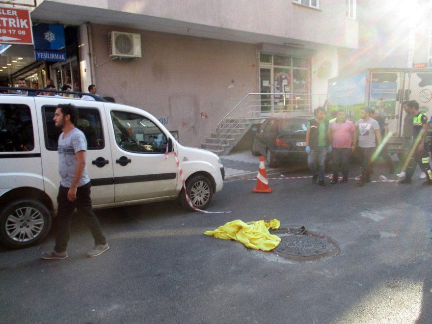 3 yaşındaki çocuğun cansız bedeni yolda ambulans bekledi - İHA