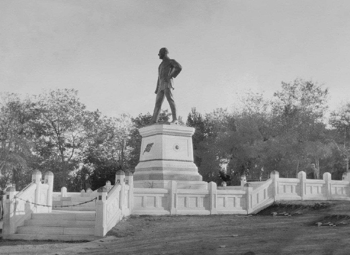 Atatürk anıtı yıllar önce böyleydi.