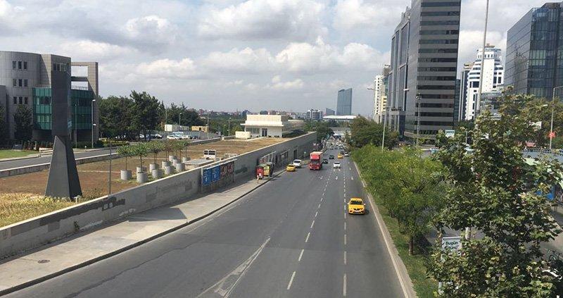 İstanbul trafiğinin en yoğun olduğu bölgelerden biri Maslak tatille beraber boş kaldı.