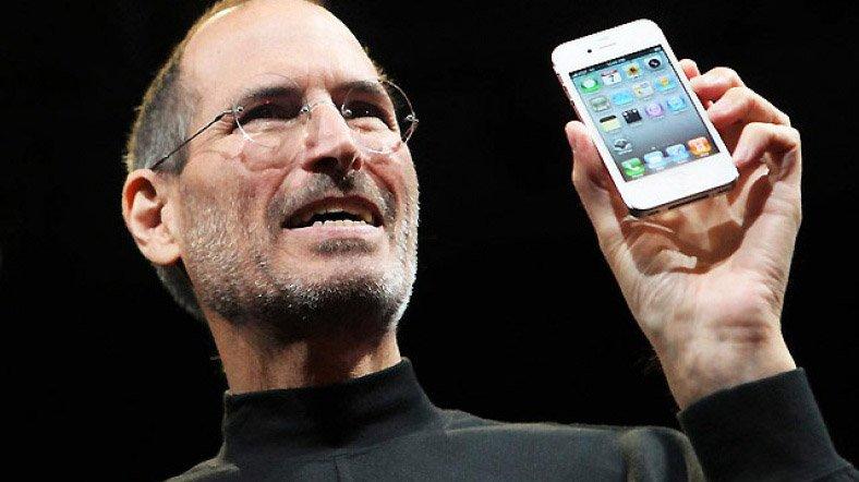 Apple'ın kurucusu Steve Jobs 2010 yılında piyasaya sürülen iPhone 4'ü tanıtıyor. Jobs 2012 yılında kanserden vefat etmişti. Fotoğraf/Reuters