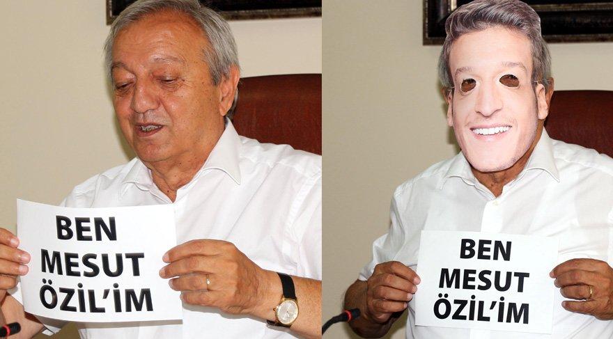 Devrek Belediye Başkanı Mustafa Semerci, Mesut Özil'in maskesini taktı. Foto: DHA