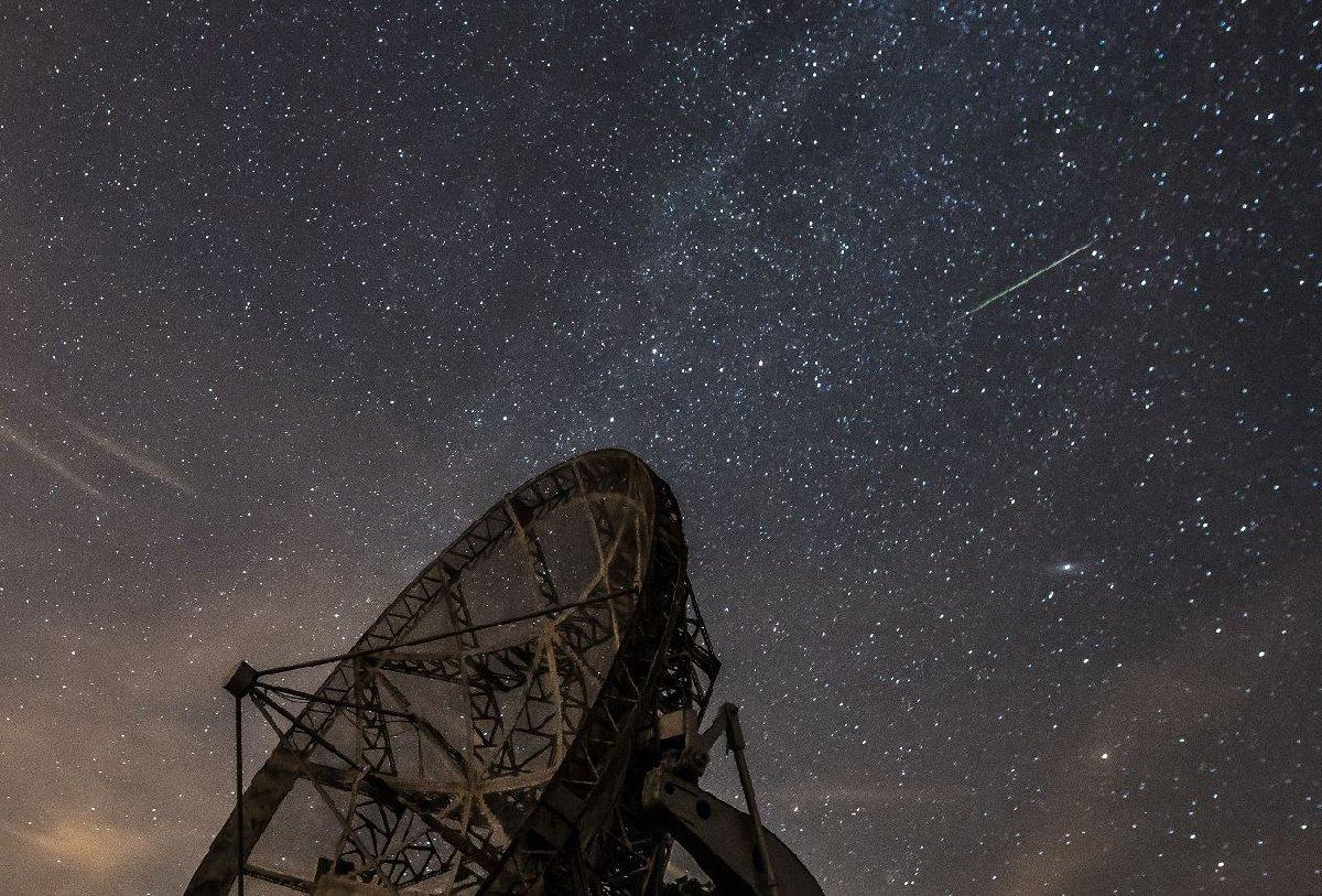 Çekya'da da meteor yağmuru güzel manzaralar oluşturdu. Foto: Epaaa