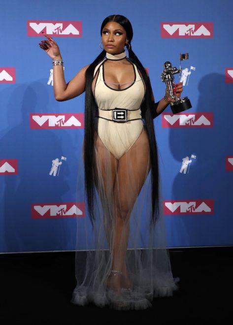 Nicki Minaj gecede bir ödül aldı.