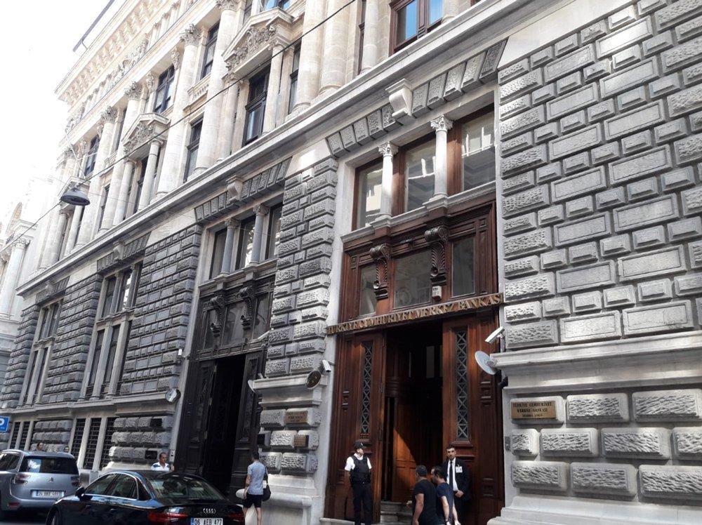 Namuslu filmi Karaköy Bankalar Caddesi'ndeki bu binada çekilmişti.
