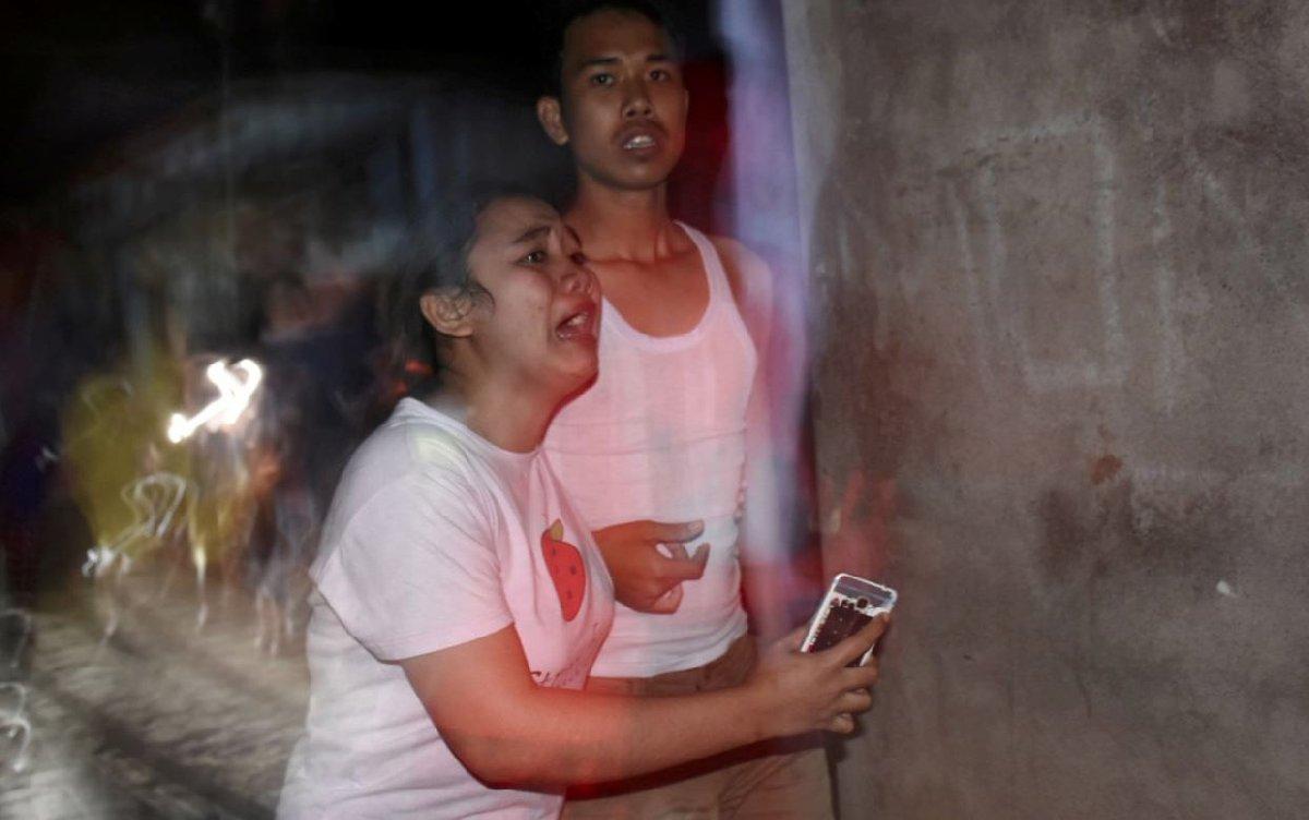 Depremde yakınlarını kaybedenler hastanelere akın etti.