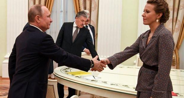 Putin, geçen yıl yapılan seçimlerde aday olarak karşısına çıkan isimlerle bir araya geldiğinde ortaya bu kare çıkmıştı.
