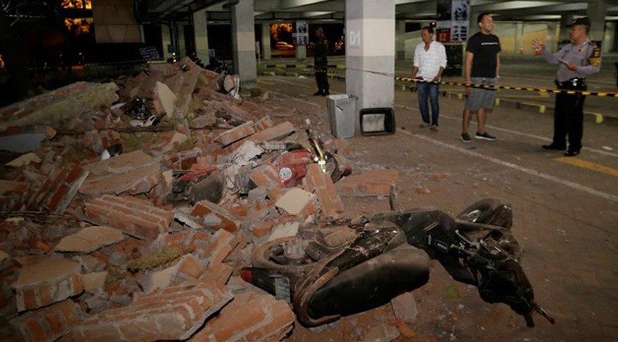 Depremde can kaybı olmazken bazı dayanıksız yapıların yıkıldığı görüldü. Reuters