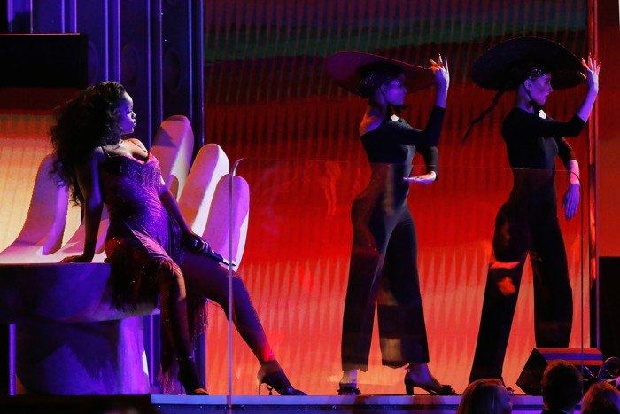 Geçen aylarda gerçekleşen Grammy törenine katılan Rihanna'nın aldığı kilolar dikkat çekmişti.