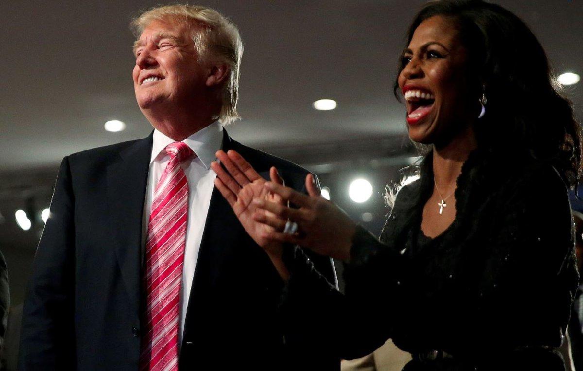 Trump'la mazisi Beyaz Saray öncesine dayanan Omarosa, ABD Başkanı'nın kendisine aralarındaki ilişkiyi yazmaması için aylık 15.000 dolar teklif ettiğini aktardı.