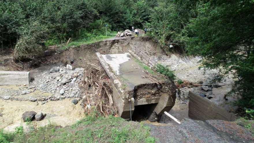 Selde yıkılan köprüler nedeniyle bazı bölgelere ulaşımda güçlüler yaşanıyor. Foto: İHA
