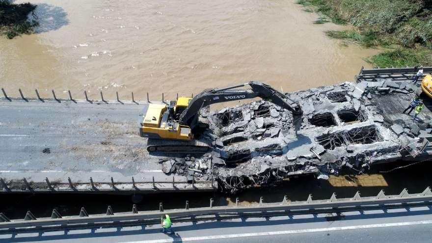 Ordu'da yaşanan selde 7 köprü yıkıldı. Karadeniz Sahil yolu ulşıma kapandı Foto: DHA
