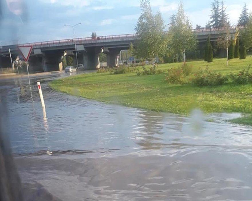 Yoğun yağışın tesiriyle Bir takım bölgelerde taşkınlar görüldü. DHA