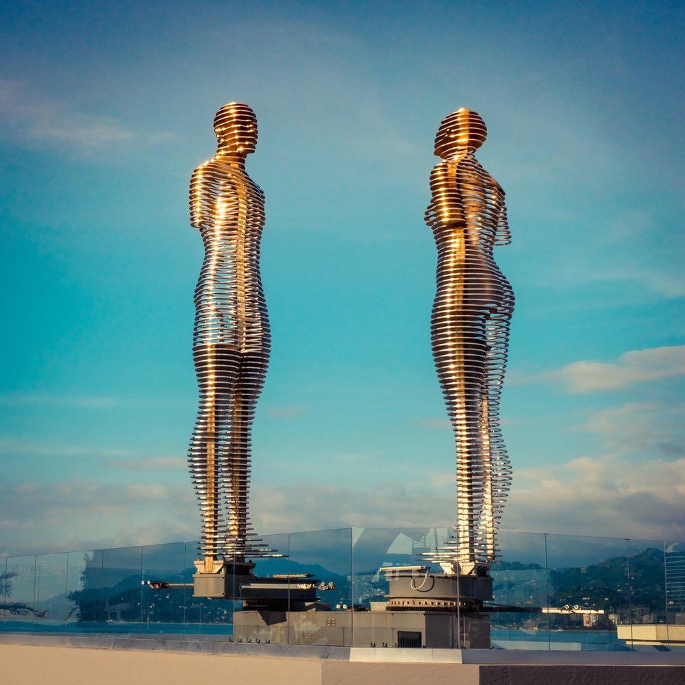 Ali ve Nino heykeli - Foto: Shutterstock