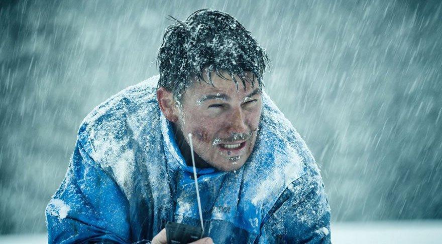 Eric LeMarque, Sierra Nevada dağlarında snowboard yaparken yakalandığı bir kar fırtınası sonucu kaybolur.