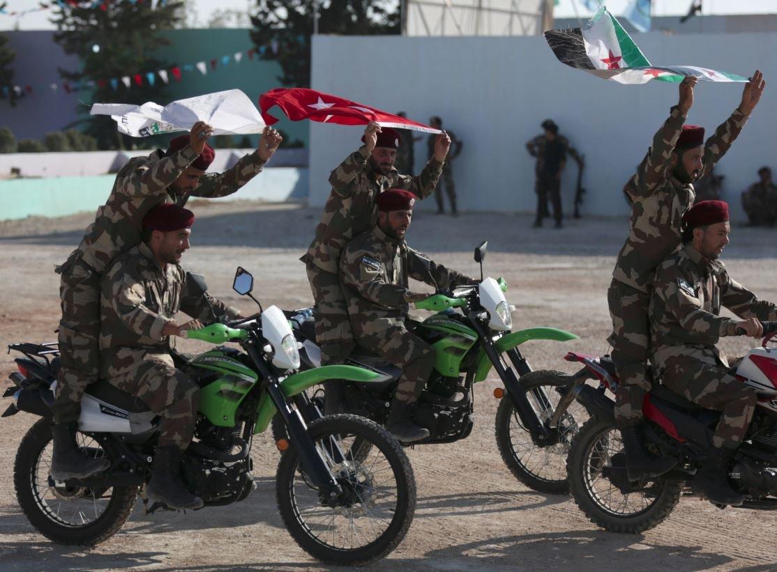 Ulusal Ordu'ya mensup askerlerin mezuniyet törenini Reuters kaydetti.