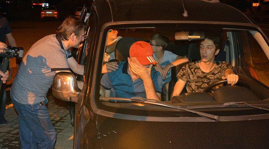 Rahatsızlığı nedeniyle geceye kısa bir süreliğine katılabilen Taş, hastaneye uğurlanırken gözyaşlarına boğuldu. Foto İHA