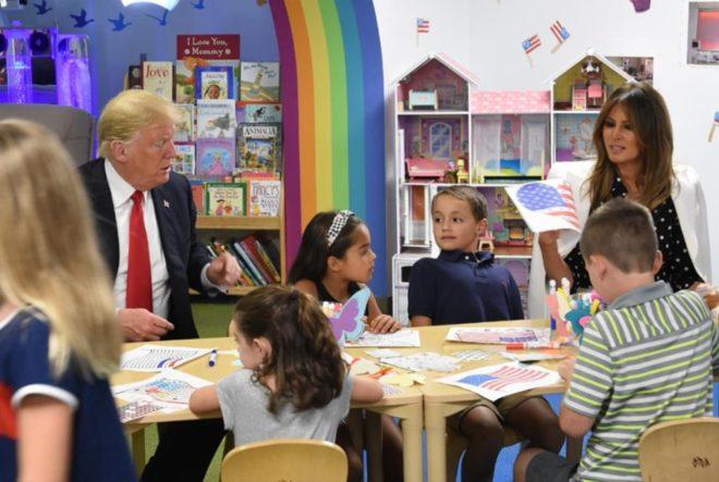 Trump'ın renkleri karıştırdığı anlar bu karede ortaya çıktı.