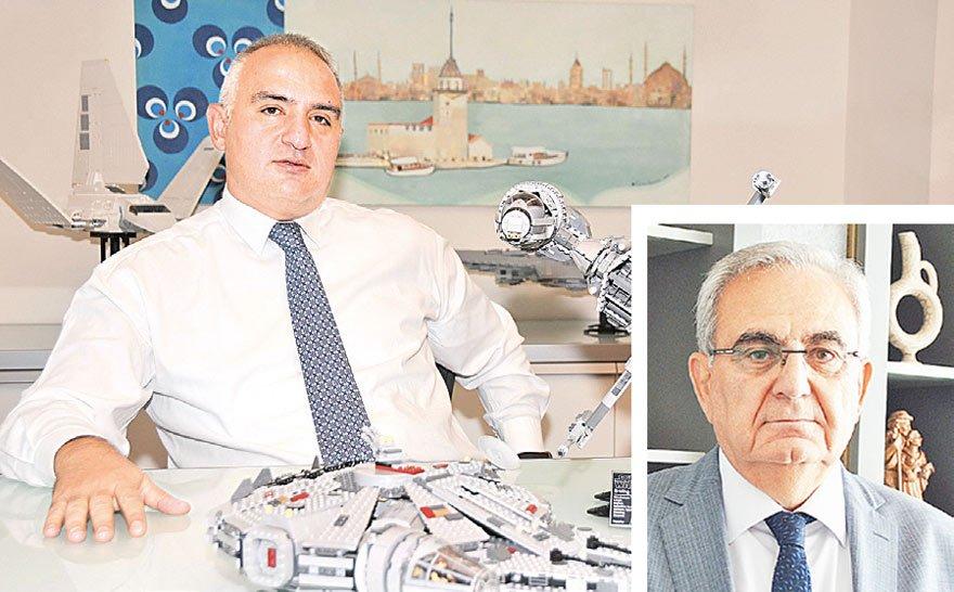 """Mehmet Ersoy'un (solda) görevini devralan Coşkun Tünay, """"Son karar artık icra kurulunda"""" dedi."""