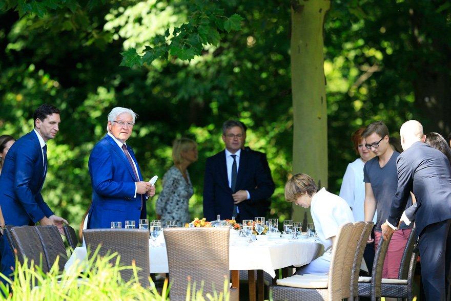 Steinmeier Türkleri konutunda ağırladı.