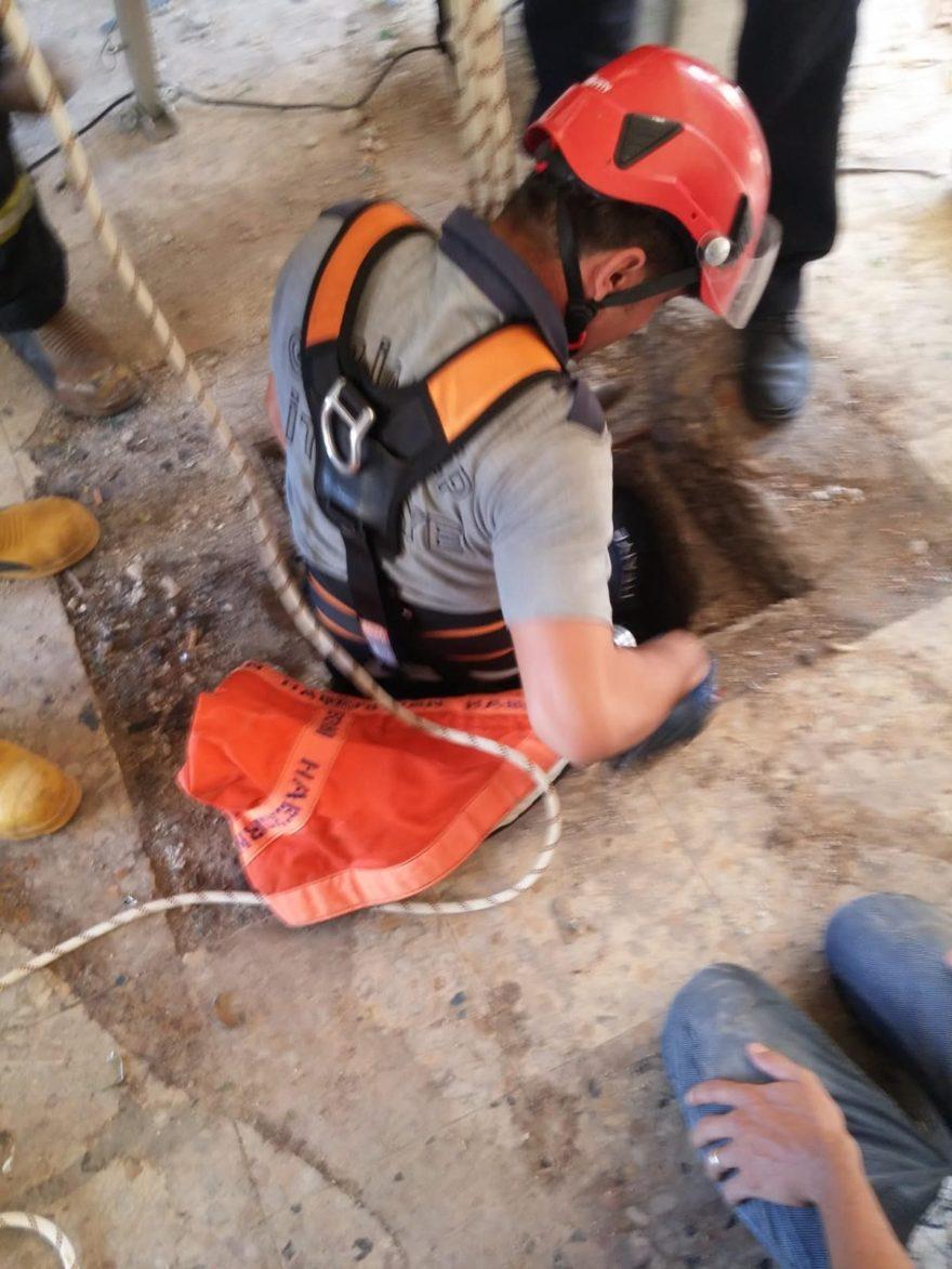 Ekipler küçük çocuğu kurtarmak için kuyuya indi - Foto Sözcü