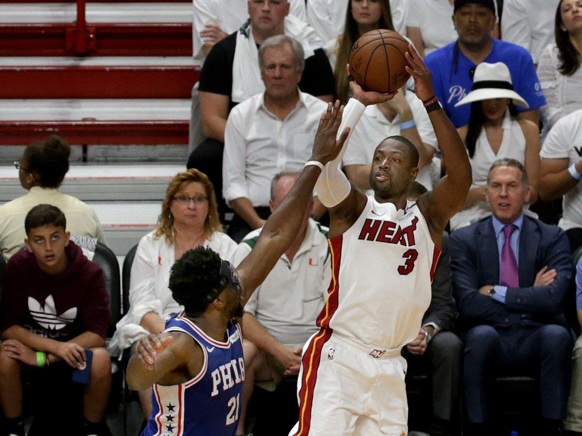 Miami Heat'te forma giyen Wade, eşinin fotoğrafı altına yazılan yorumları görünce çıldırdı.