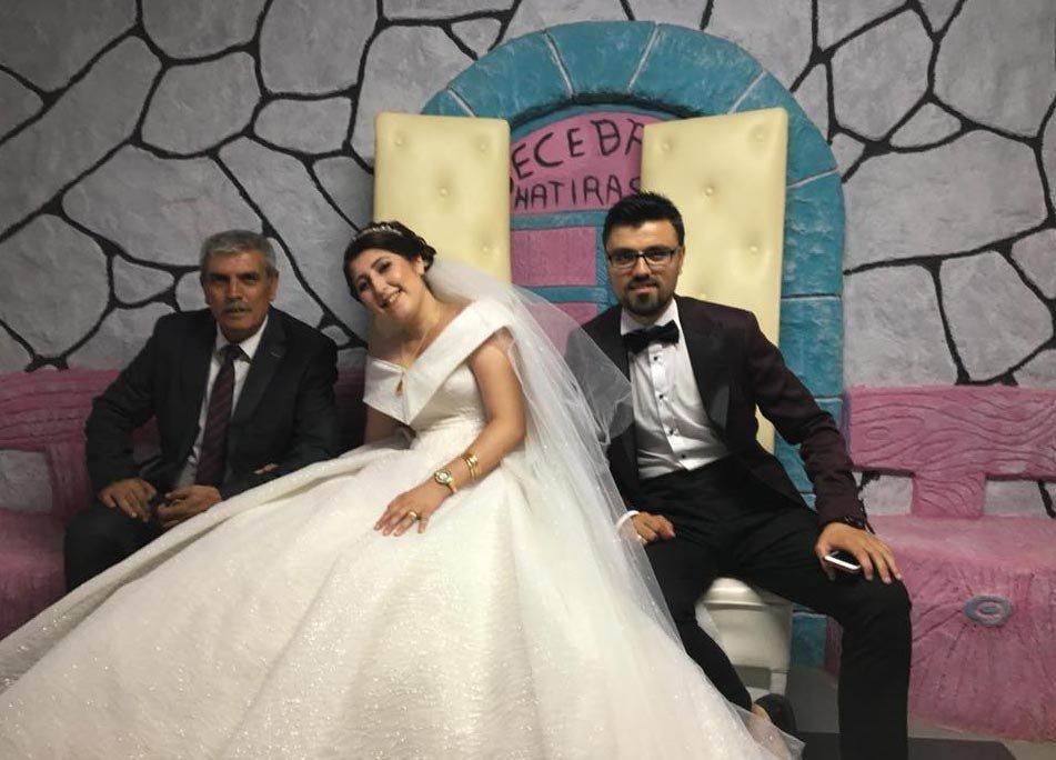 FOTO: DHA / Talihsiz çiftin kazadan saatler önce düğün hatırası için gelinlik ve damatlıkla çektirdikleri fotoğrafları yürek burktu.