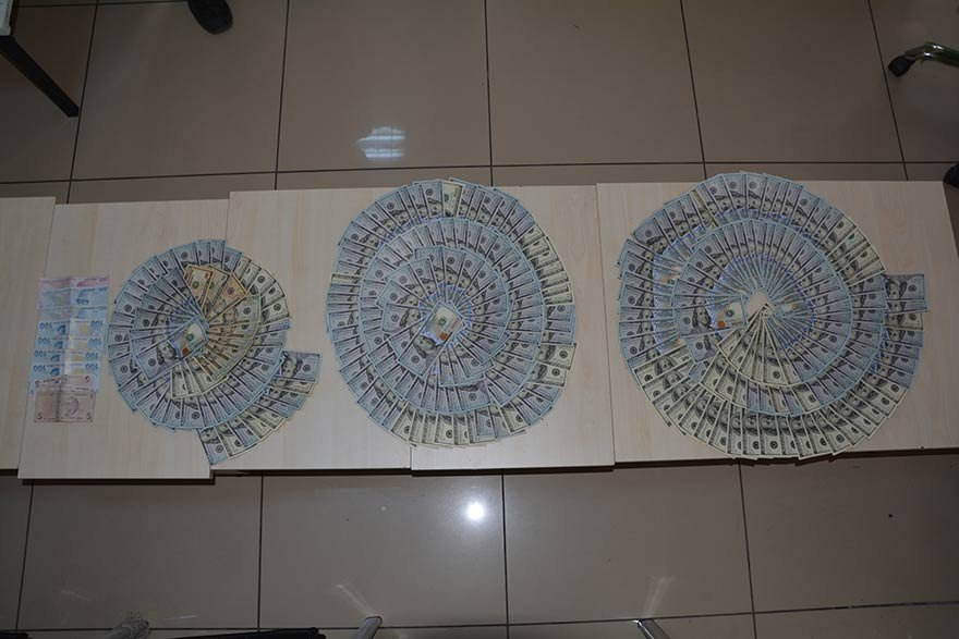 Eylem için gelen Suriyeli teröristler örgütün finansında kullanılan paralarla yakalandılar