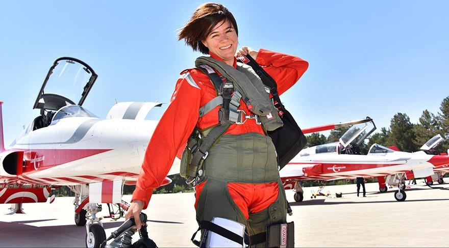 İki yıl önce akrotim Türk Yıldızlarının komutanlığına Binbaşı Esra Özatay getirildi.