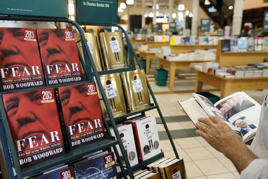 Kitap New York'ta bir kitapçıda yüzde 20 indirimli olarak raflardaki yerini aldı. Reuters
