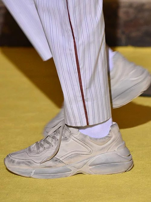 Gucci'nin kirli görünümlü sneakear'ı 1250 Dolar.