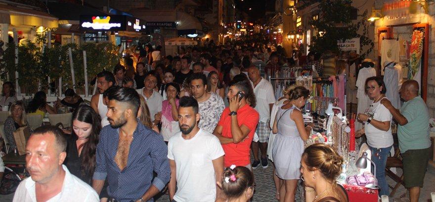 Turizm merkezi Çeşme'ye son dönemde batılılardan çok Arapların geldiği belirtiliyor.