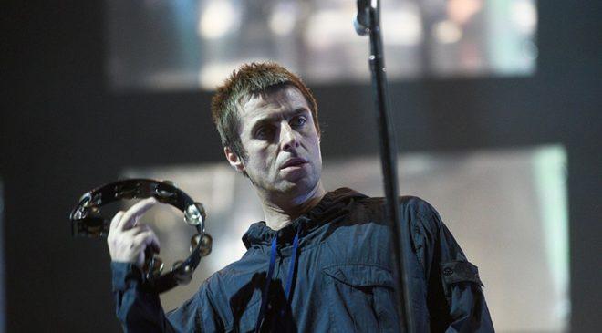 Lily Allen'ın uçakta birliktelik yaşadığı şarkıcı Liam Gallagher