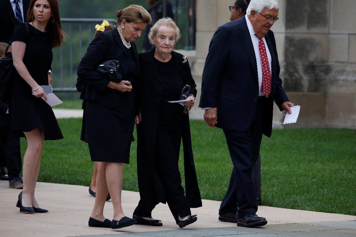 Albright en son geçen hafta ABD'li senatör McCain'in cenazesinde görüntülenmişti.