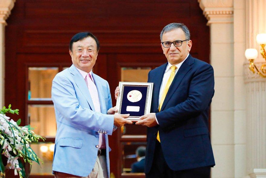 Arıkan, geçtiğimiz aylarda Huawei'nin kurucusu tarafından Onur Ödülü almıştı.