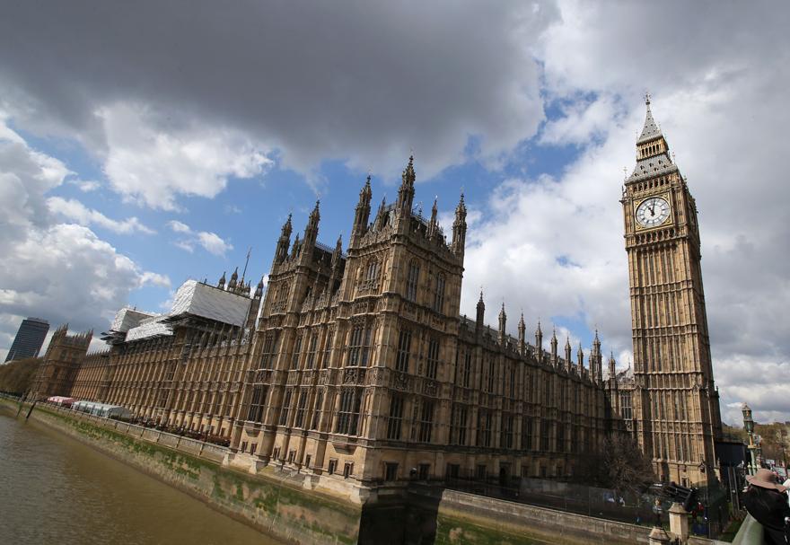 Big Ben, Londra'da Westminster Sarayı'nın yanındaki ünlü saat kulesi.