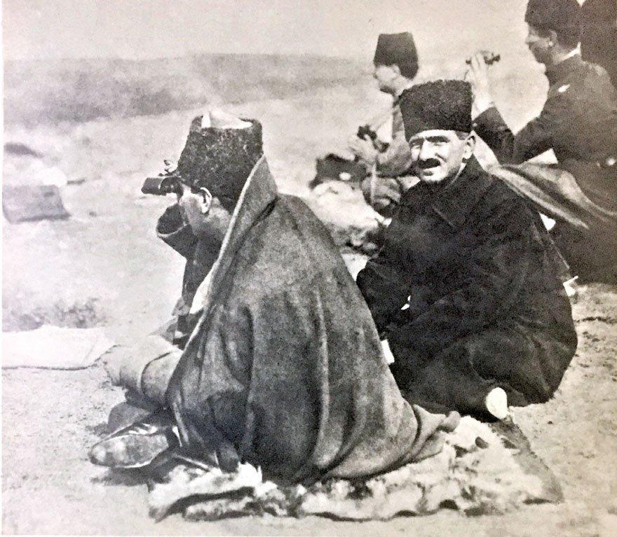 Başkomutan Atatürk, Zafertepe'de Sakarya Savaşı'nı yönetirken. (10 Eylül 1921)