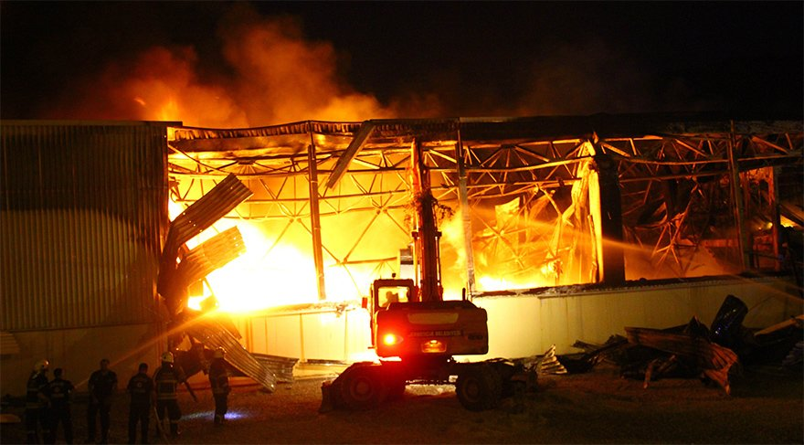 Yangın güçlükle kontrol altına alındı. İHA