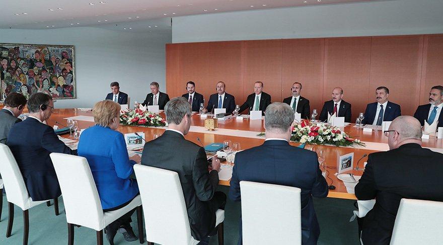 Erdoğan-Merkel zirvesine MİT Başkanı Fidan da katıldı. Foto: