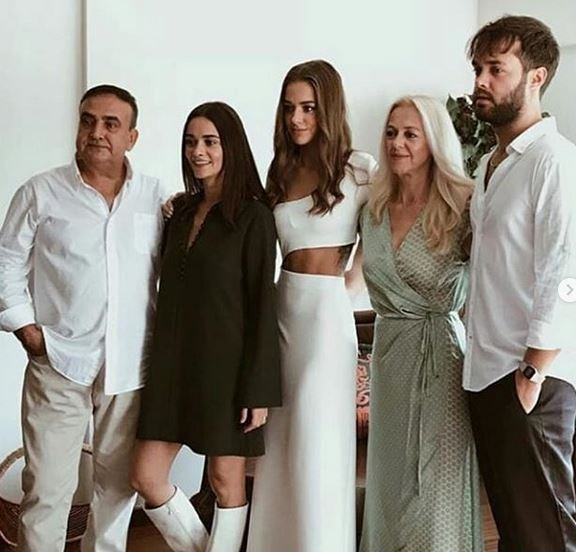 bensu-soral-ailesi-instagram