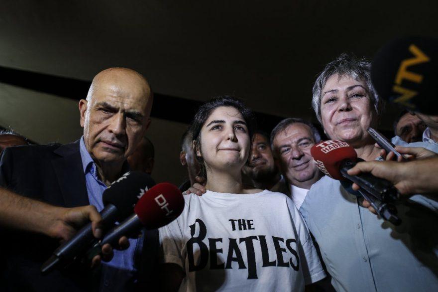 Berberoğlu ailesi tahliye sonrası objektiflere böyle yansıdı. DHA