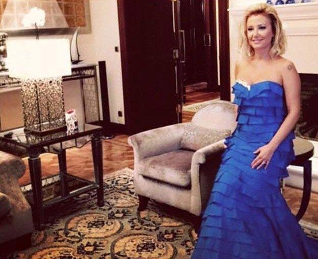 Berrna Laçin'in yıllar önce giydiği Çolpan İlhan imzalı elbisesi...